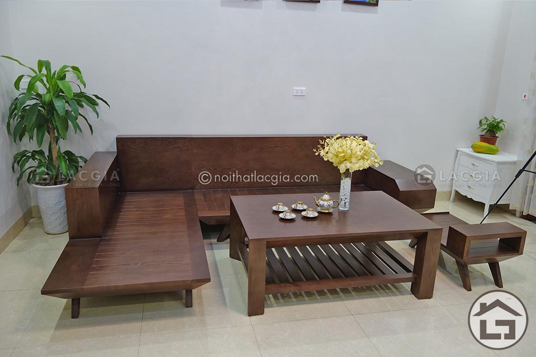 Gỗ tự nhiên là nguyên liệu chính để sản xuất mẫu sofa gỗ hiện đại SF05