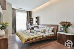 GN15 300x200 - Tiền tài tự tìm đến vì kê giường ngủ gỗ đẹp đúng phong thủy