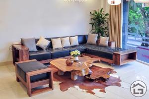 Mẫu sofa gỗ đẹp hình chữ L cho phòng khách