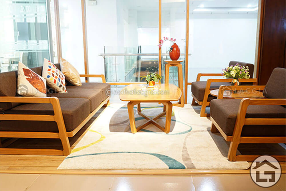 Sofa đơn giản kết hợp với mẫu bàn trà mặt bàn hình elip