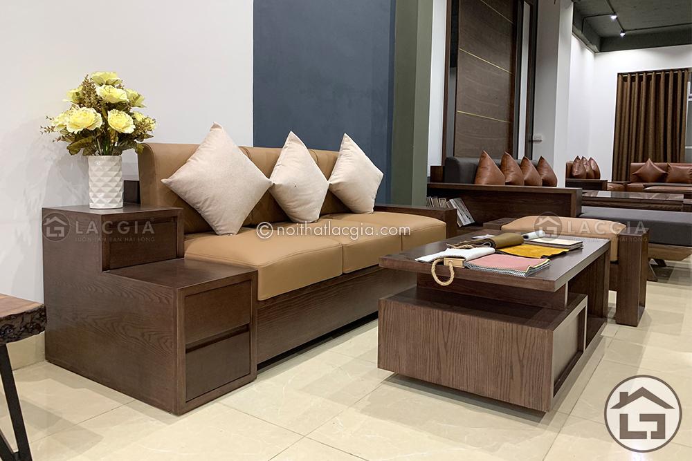 Phần da của sản phẩm giúp bộ sofa gỗ phòng khác nhỏ này thêm sang trọng