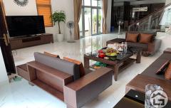 Sofa gỗ hình chữ U cho chung cư hiện đại
