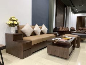 92cda9a72889cdd79498 300x225 - Sofa gỗ phòng khách nhỏ SF15 - Lựa chọn tối ưu cho không gian hạn chế