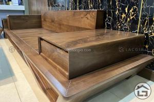 Sofa gỗ sồi sơn màu óc chó có đẹp như Sofa gỗ óc chó tự nhiên không?